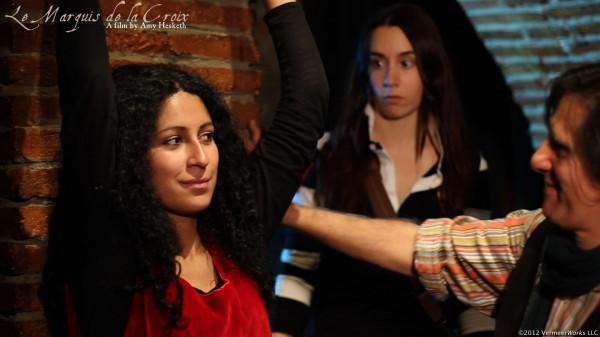 Mila, Amy and Jac en una escena de Le Marquis